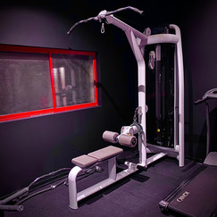 LAT PULLDOWN / LOW PULLEY ROW