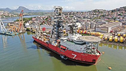 Navio no Cais de Vitória-ES