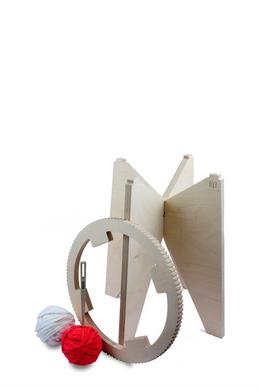 Tabouret maillestool, structure en bois de bouleau, crédits photographiques © candiD