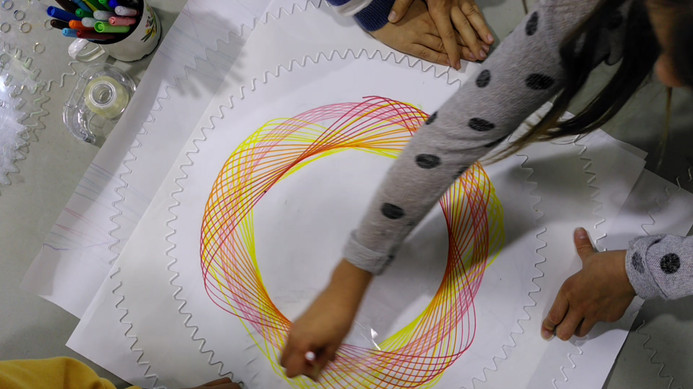 Festival Les maths dans tous leurs états, groupe scolaire, le spirographe géant, crédits photographiques © candiD