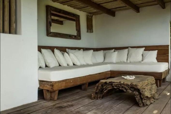 Casa_de_2_Suítes_dentro_do_Quadrado_Históric