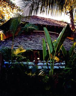 Luxuosa casa de 2 Suítes no Qudrado