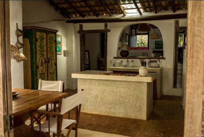 Casa_de_2_Suítes_dentro_do_Quadrado_Histórico_8