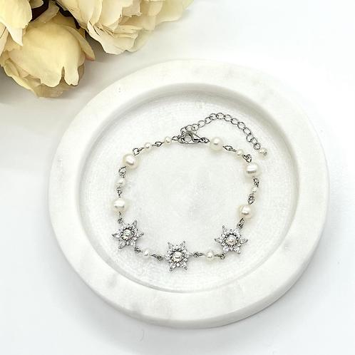 Snow Flower Bridal Bracelet (fresh water pearl)