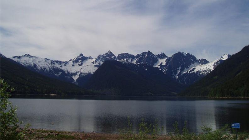 jones-lake-full-width-nature.jpg