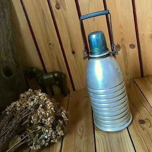 ヴィンテージ アルミ製の水筒