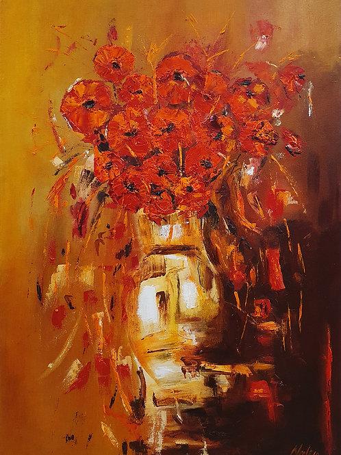Rode bloemen met gele-bruine achtergrond
