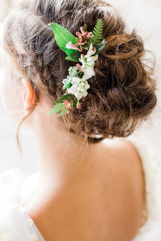 peignette-fleurie-coiffure-mariee.jpg