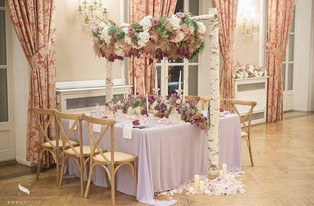 table-mariage-couronne-fleurs.jpg
