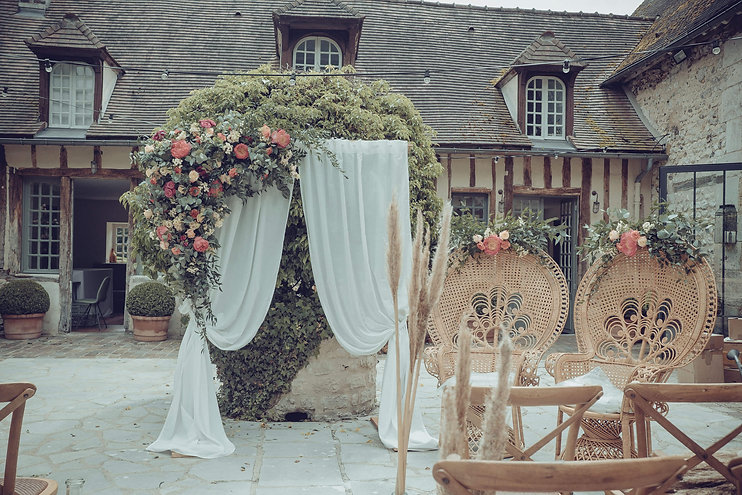decoration-arche-fleurie-mariage-paris.jpg