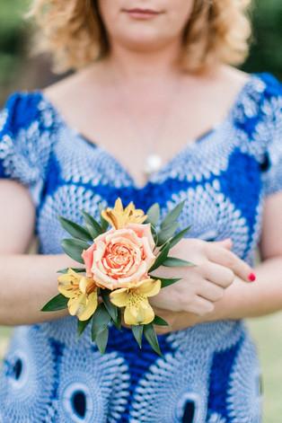 bracelet-fleuri-demoiselle-honneur.jpg