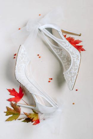 chaussures-blanches-mariee-paris.jpg