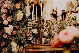 chandeliers-fleurs-mariage.jpg