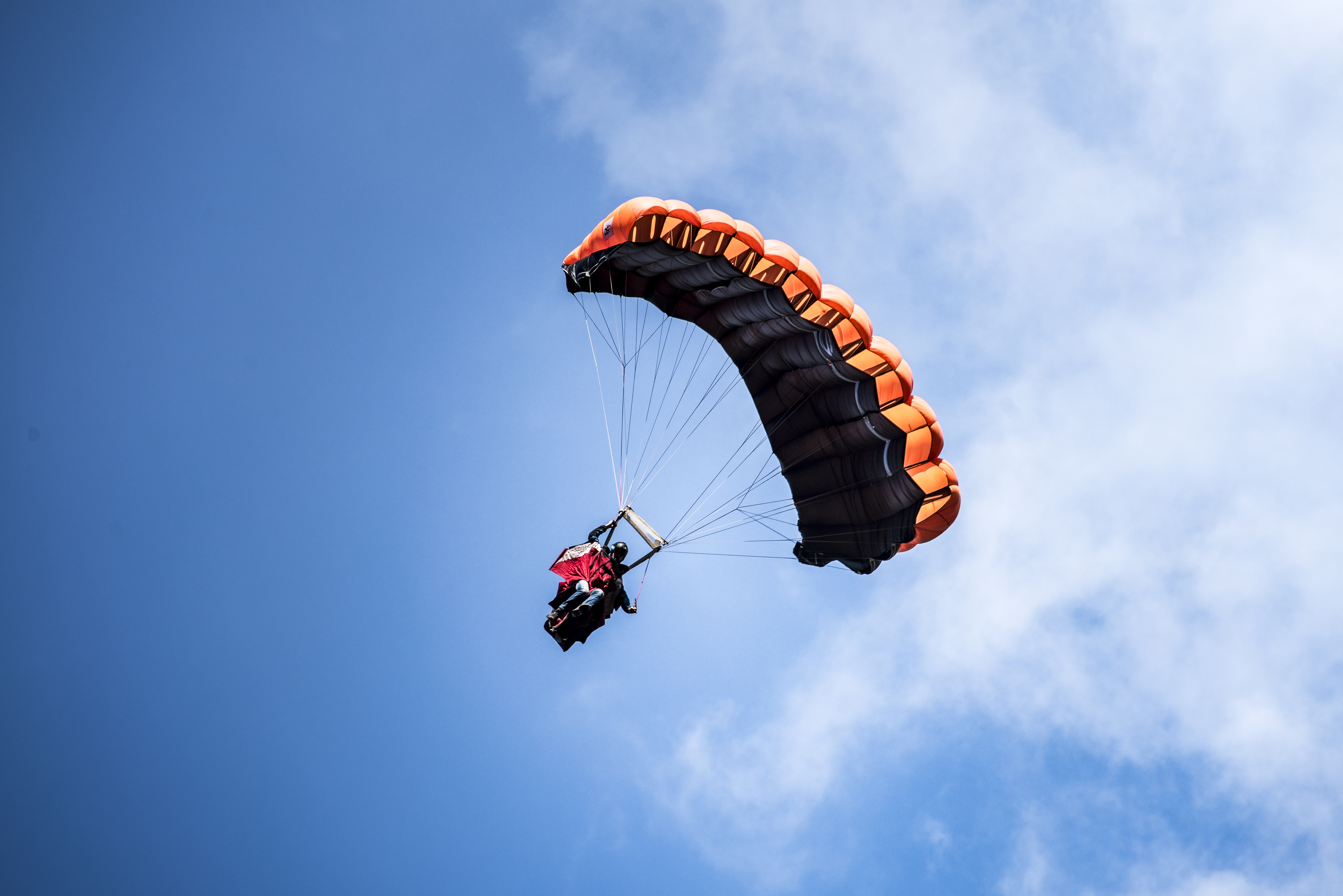 Parachute flight wingsuit