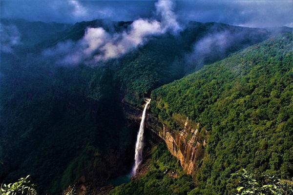 Nohkalikai-Falls-cherrapunji-wettest-pla