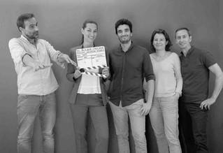 Tournage toulousain à Heladon. L'équipe : réalisateur Jean-Michel, comédienne Lucie, directrice de production Laurence, Franck montage et effets spéciaux