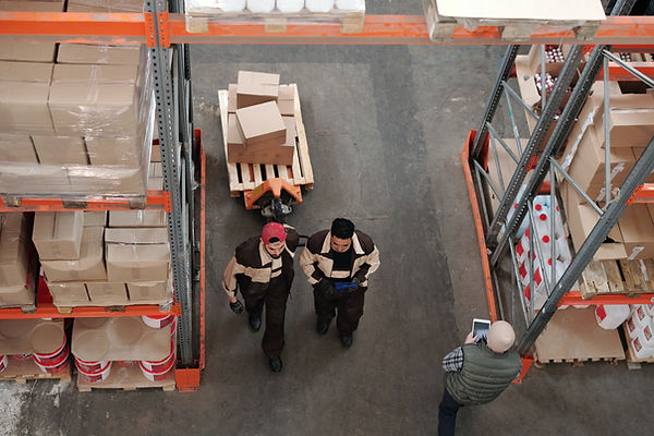 men-working-in-a-warehouse-4481260.jpg