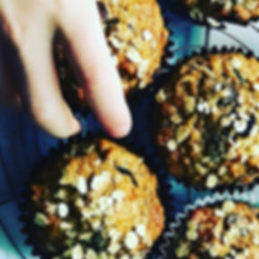 Banana, spelt and oat muffins with choco