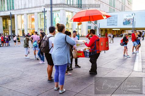 Alexanderplatz, lunch time