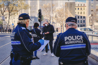 Lyon, confined. Police check