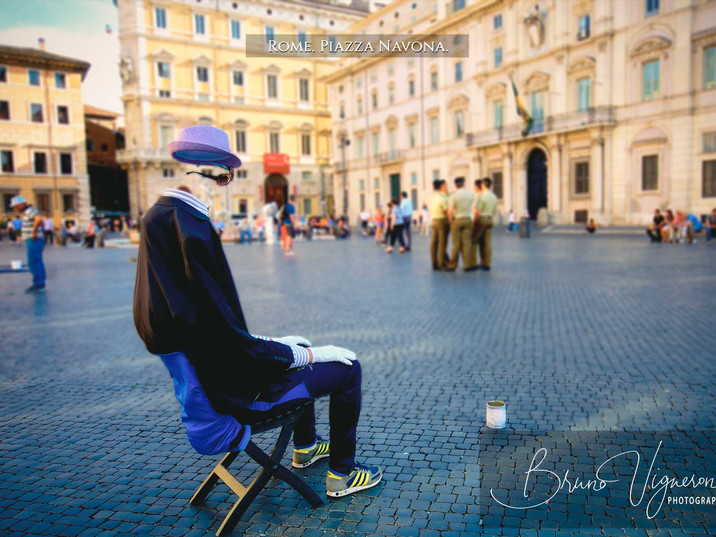 Rome. Piazza Navona. Invisible man