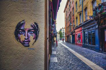 Lyon, confined
