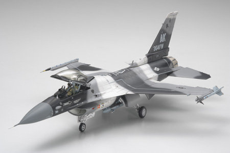 F-16C/N AGGRESSOR ADVERSARY Tamiya 61106 - Rcbilen.no