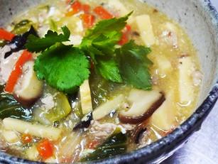 春の体にうれしいヘルシー漢方ぎょうざと季節野菜の酸辣湯風スープなど♪