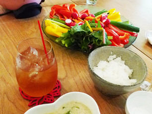漢方バーニャカウダと 疲労回復 鶏団子スープ も好調スタート♪