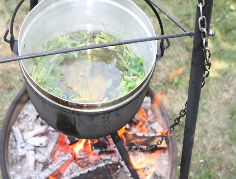 am Feuer kochen.jpg