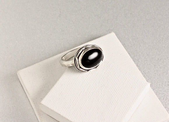 black onyx sterling silver ring w celtic knot design