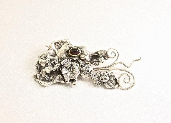 Silver dragon with 18kyg/garnet eye pin/brooch