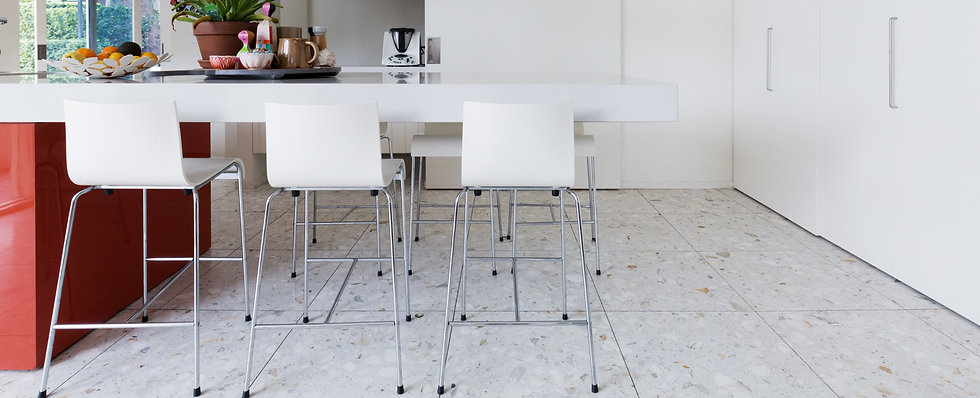 Clean%20crisp%20white%20modern%20kitchen%20island%20bench%20with%20high%20chairs%20and%20terrazzo%20