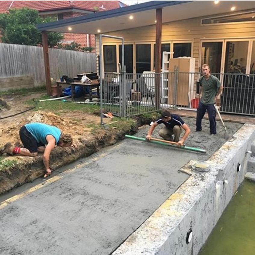 Swimming pool paving bluestone