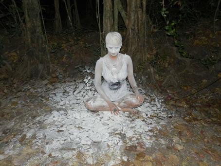 АнгелиЯ представила новый клип на песню «My Way» в песках и холли-красках