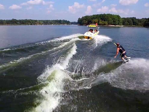 A-Boat-01-x-boat-ski2.jpg