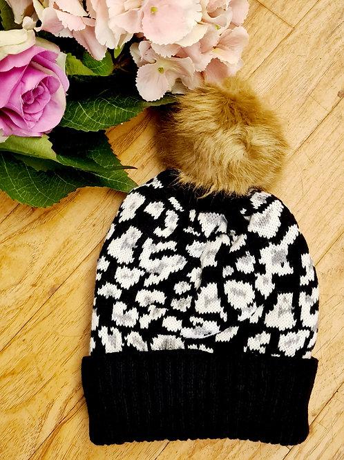 Animal print l pompom hat