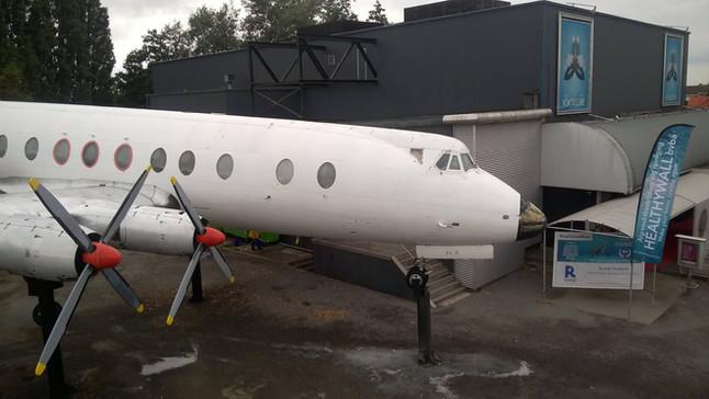 NEWS: Healthywall geeft vliegtuig van Dancing KOKORICO een make-over
