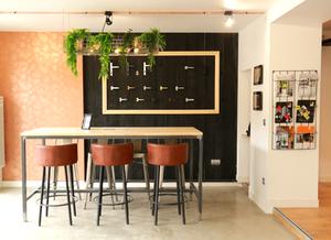 Interior design industrial style and exotic notes with a jungle spirit decoration metal cuivre bois papier-peint décoration intérieure