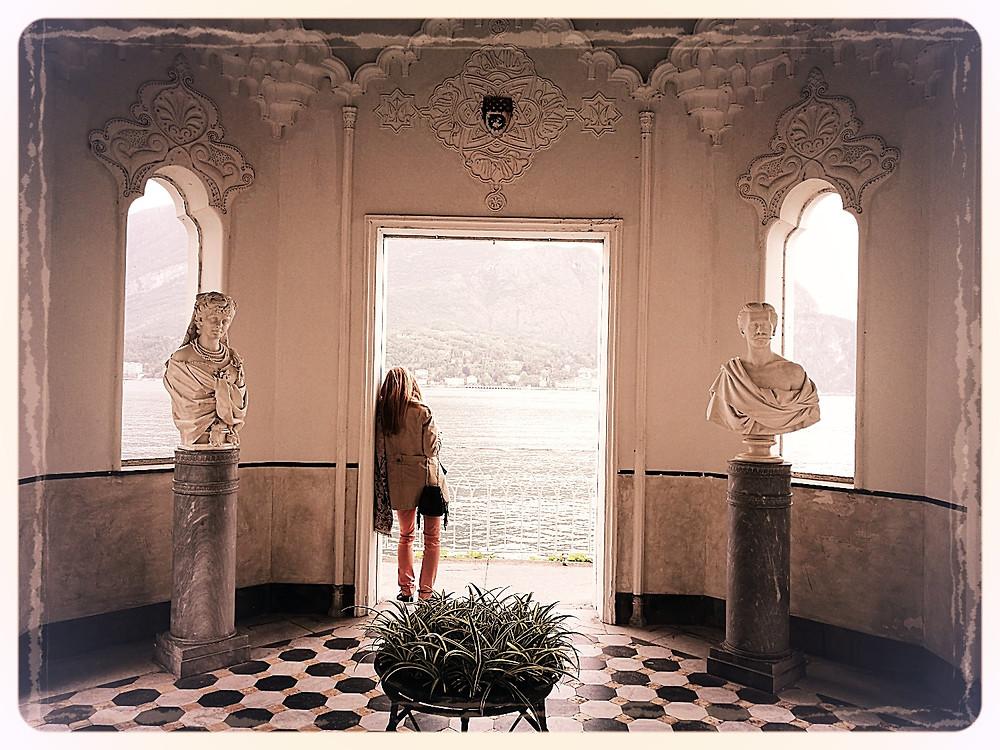 La Petite Nénette dans les jardins de la Villa di Monastero, Varenna