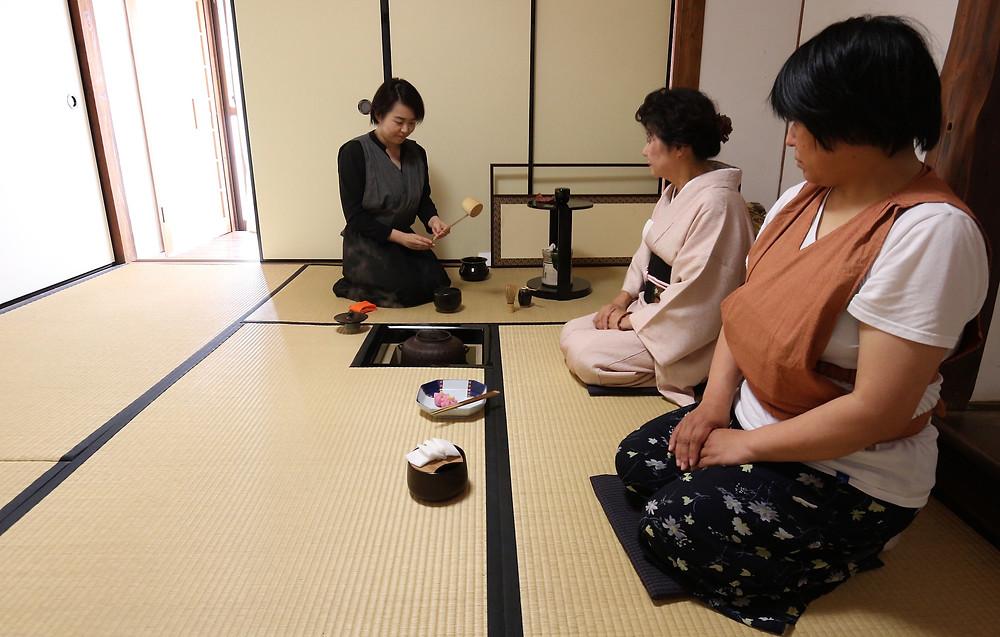 Beppu Japon retraite spirituelle meditation pour seminaire et formation autour du bien-être gestion de stress energie et resilience cérémonie du thé