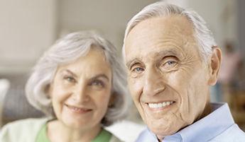 Couple de personnes âgées MF