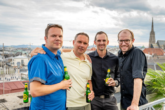 Männer mit Bier I Sky Event I Cemera Photography