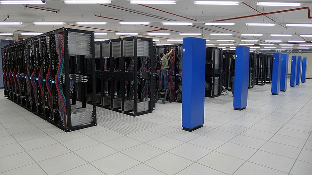data-center-rack-power-distribution-unit