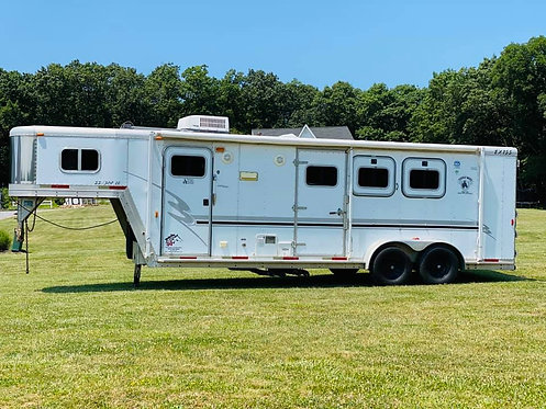 USED 2002 3 Horse Exiss with Living Quarters Stock # 6836