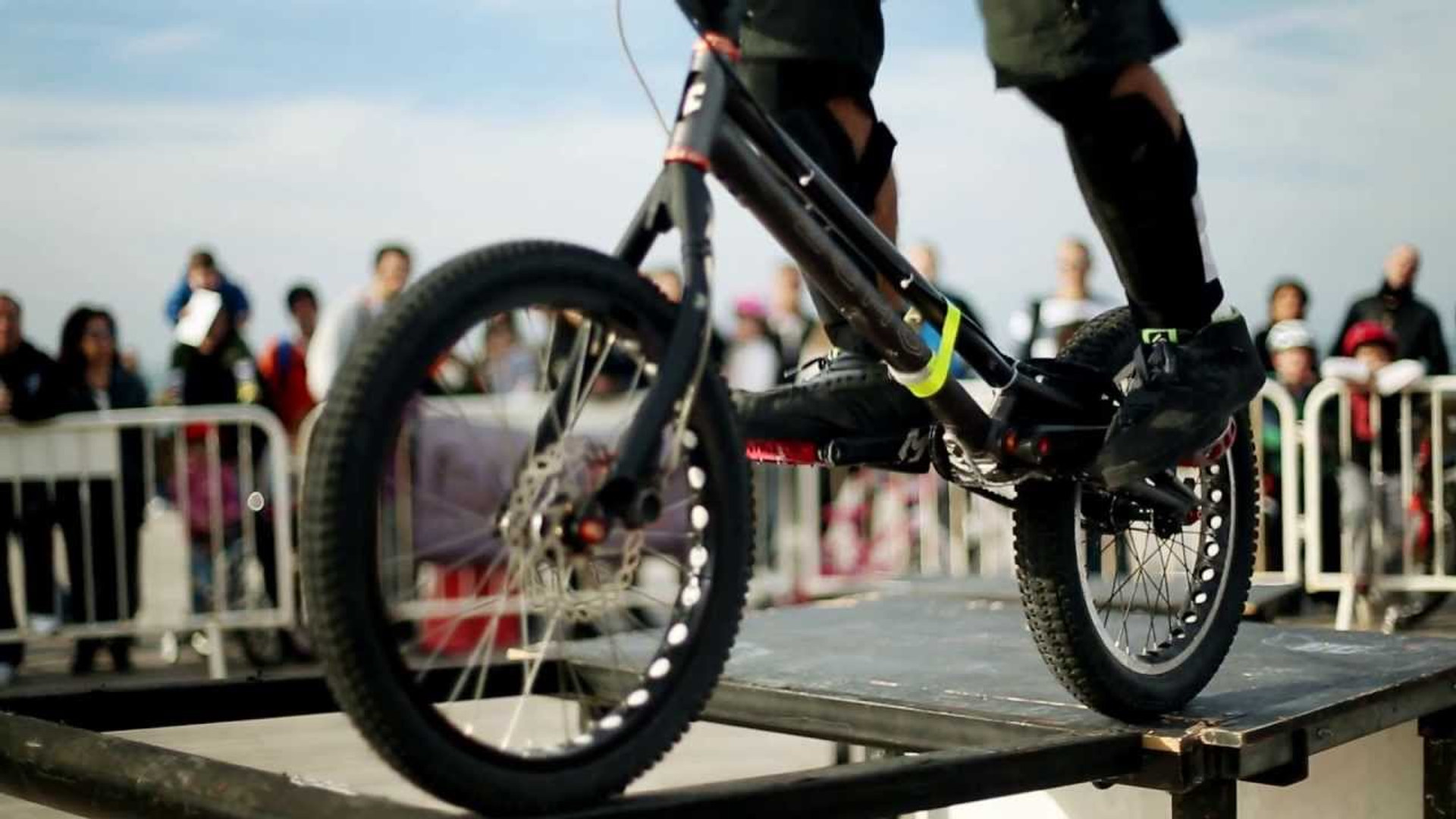 מופע אופניים בסגנון טריאל