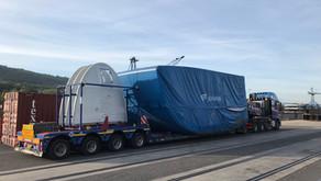 Umschlag von Windkraftanlagen im Hafen Mertert