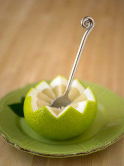 cut oroblanco w-spoon-2