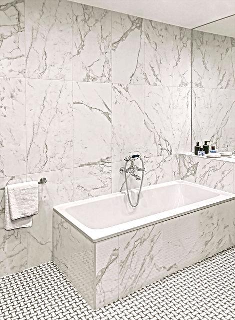 baignoire, robinetterie, porte savon, savon, marbre