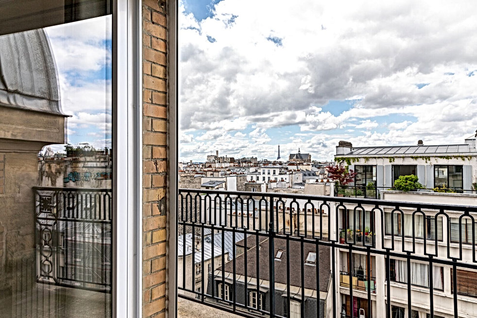 Vue toits de Paris tour eiffeil balcon Florence Ancillon architecte interieur Paris
